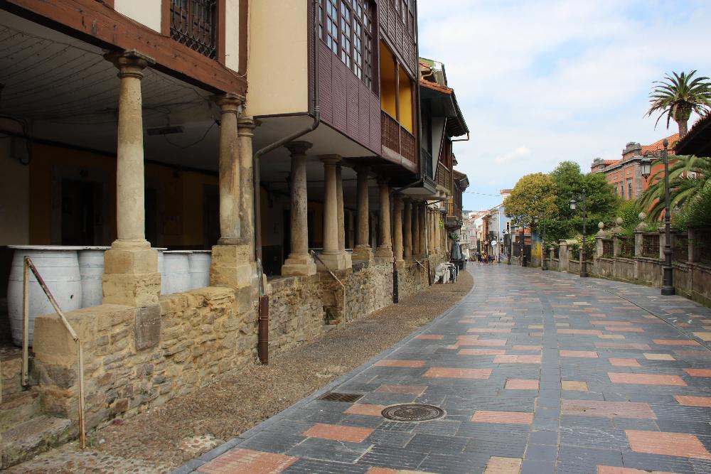 Saeulengaeunge in Altstadt