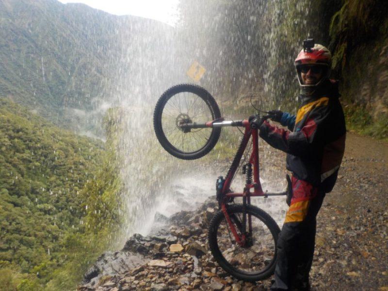 Death Road Downhill Mountainbiken Fahrrad La Paz Bolivien Südamerika Modisch Aktion Sport Spaß Wasserfall