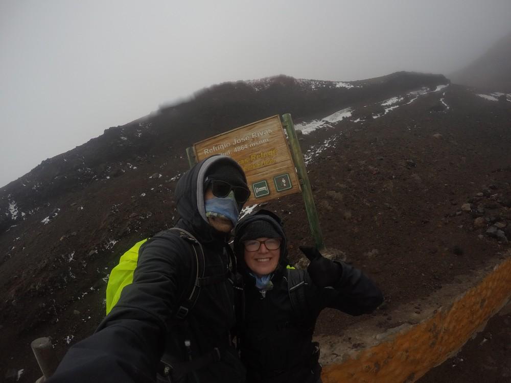 Wandern Cotopaxi Vulkan Ecuador Nebel Base Camp