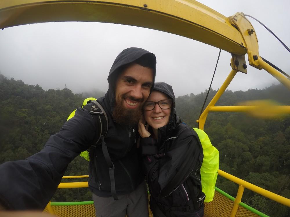 Schlucht Seilbahn Regen Nebel Wald Natur Mindo Ecuador