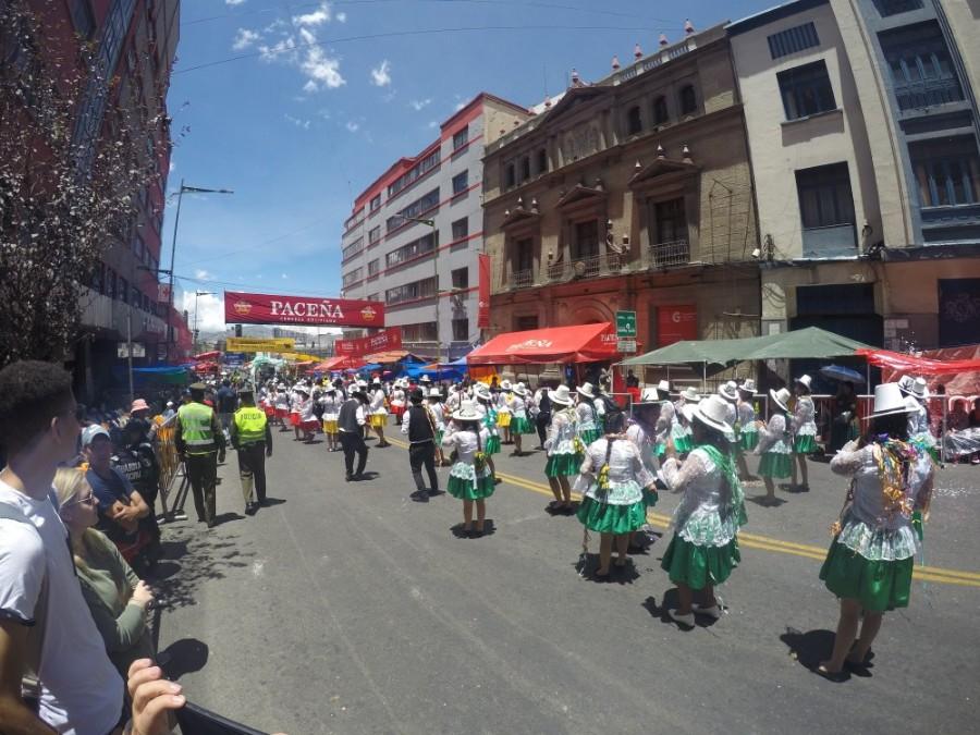 Karneval Umzug Fasching La Paz Bolivien Südamerika Kostüme Fest