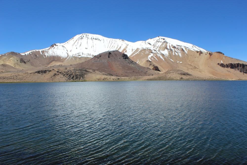 Sajama Nationalpark Natur Sajama Berg Gipfel Höchster Berg Boliviens Südamerika Wanderung Lagune