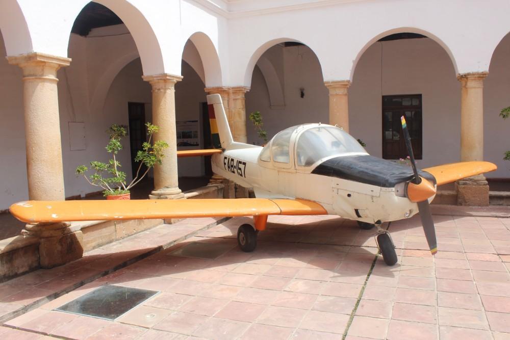 Sucre Bolivien Südamerika Militär Museum Flugzeug Krieg