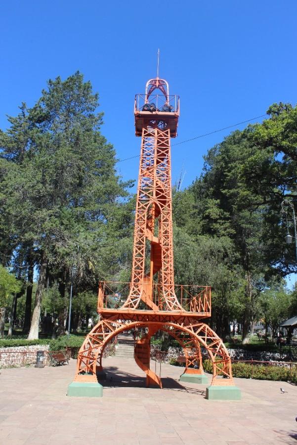 Mini-Eifelturm Sucre Bolivien Südamerika Paris Park Entspannung Grün Natur Ruhe