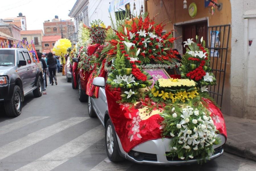 Parade Geschmückte Autos Potosi Bolivien Südamerika Feiertag