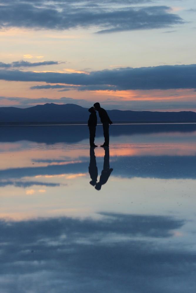 Sonnenaufgang Sonne Kuss Romantik Wolken Wasser Spiegel Spiegelung Mirror Salzwüste Uyuni Salz Bolivien Südamerika