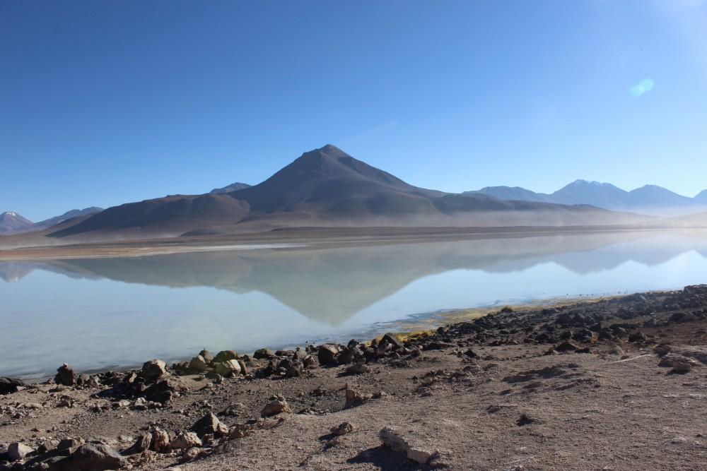 Lagune Verde See Wasser Verfärbung Grün Spiegelung Berge Bolivien Südamerika