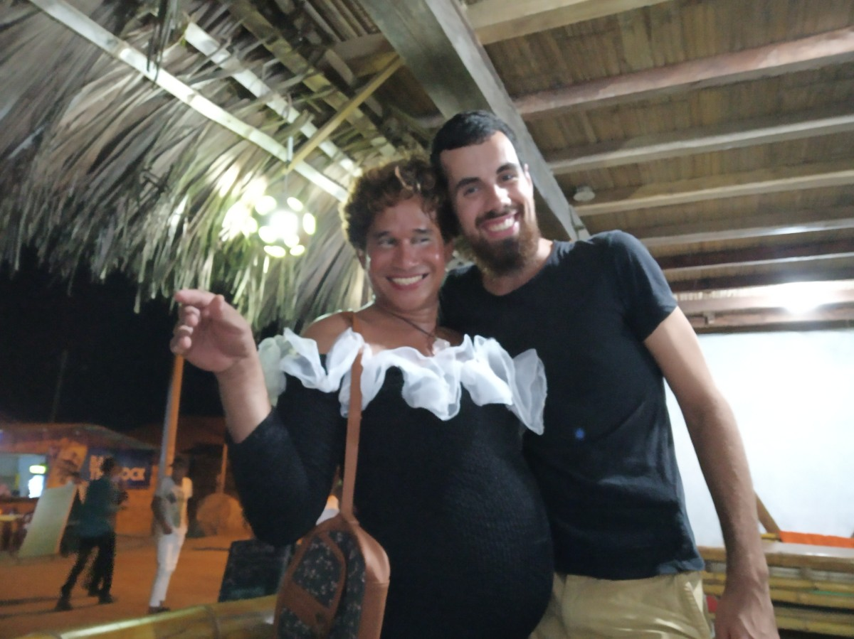 Transvestit Silvester Tradition Ecuador Canoa Strand