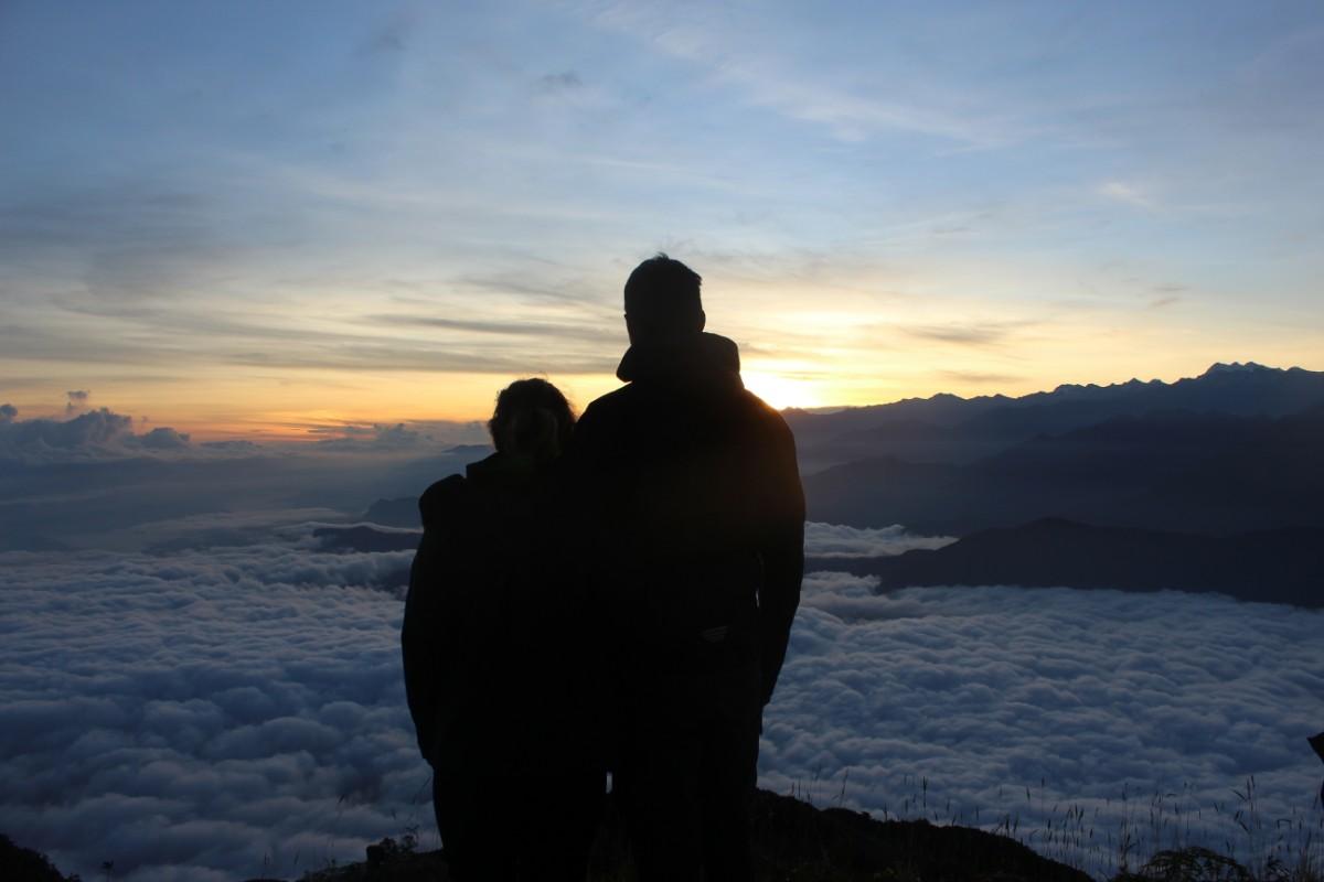 Sonnenaufgang Couple Pärchen Wolken Berge