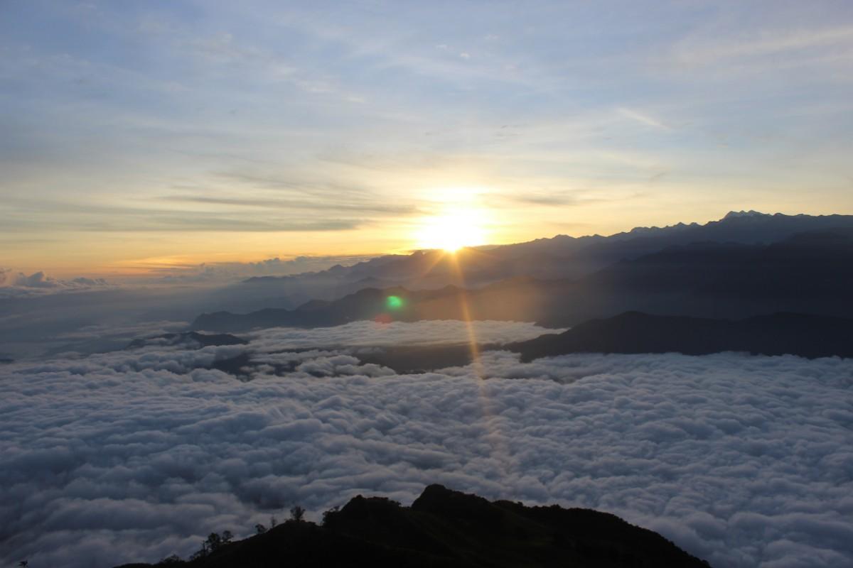 Sonnenaufgang Berge Wolken