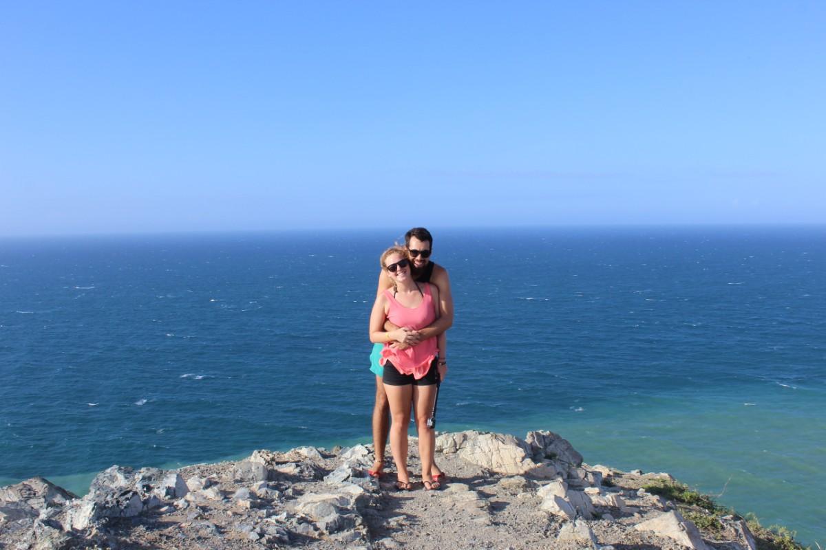 Aussichtspunkt Meer Felsen Brandung Pärchen