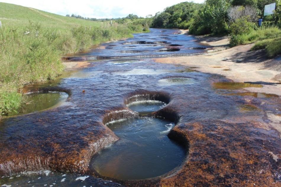 Fluss Löcher Gumpen Wasser