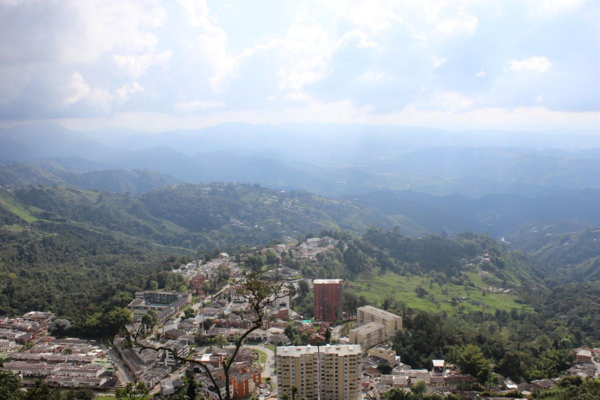 Manizales Ausblick Berge Häuser Stadt