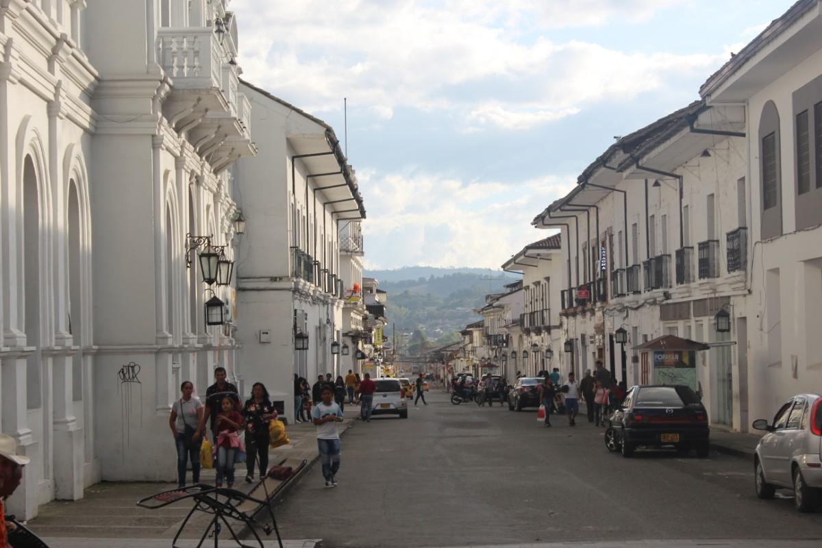 Straße Weiße Häuser Kolonialstil