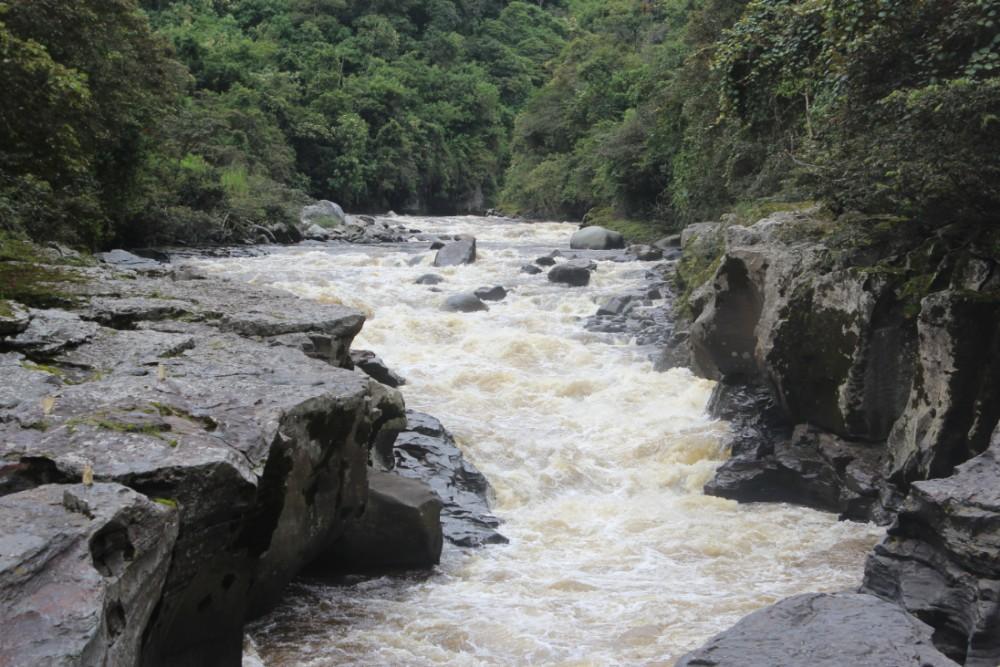 Fluss San Augustin Flusslauf Felsen Natur