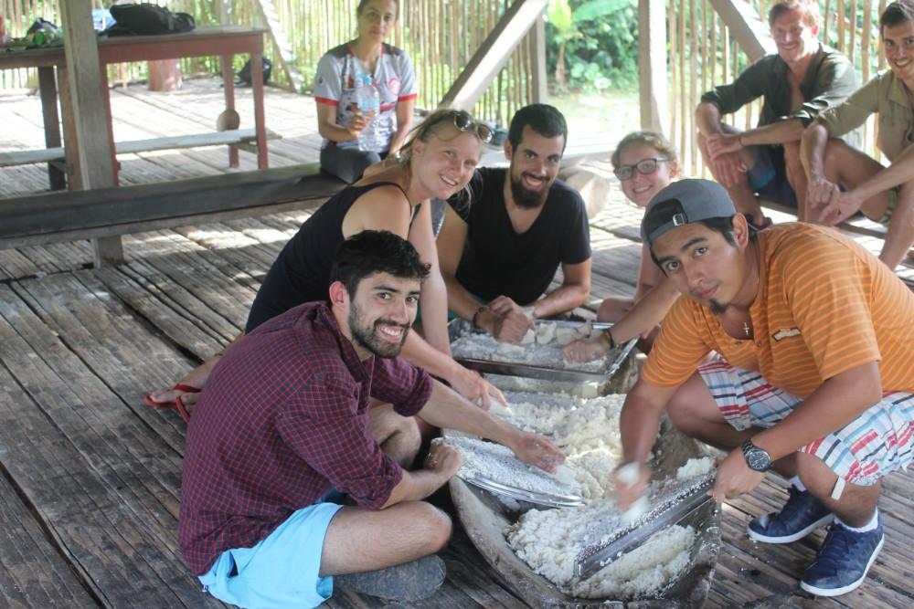 Amazonas Cuyabeno Natur Rainforest Wildlife Yuka Wurzel Mehl Brot