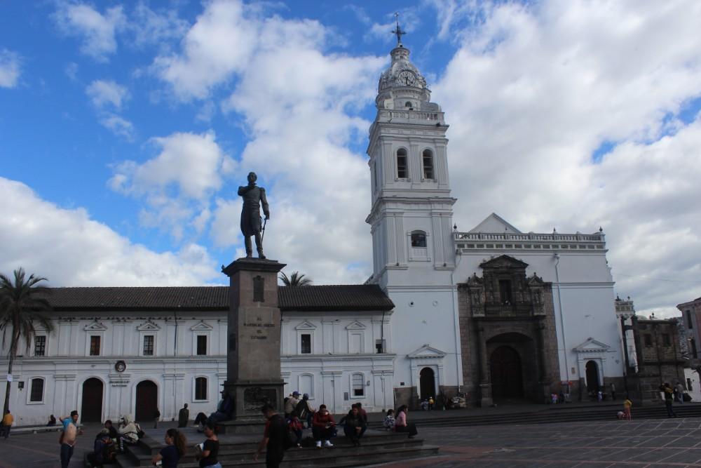 Quito Ecuador Platz Kirche Statue