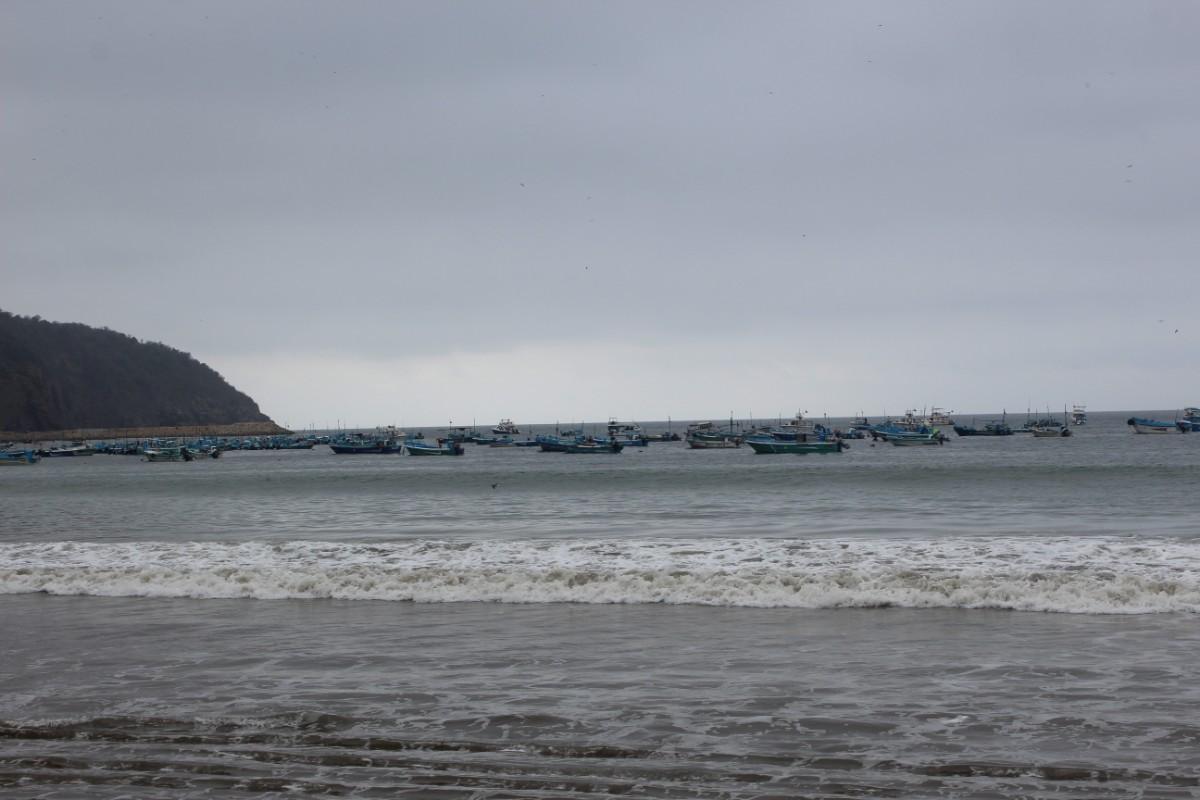 Puerto Lopez Strand FIscherboote Einheimische Alltag