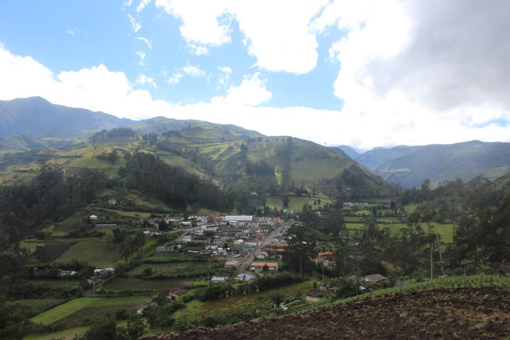 Quilotoa Loop Wandern Berge Natur Canyon Ecuador Südamerika Isinliví Bergdorf