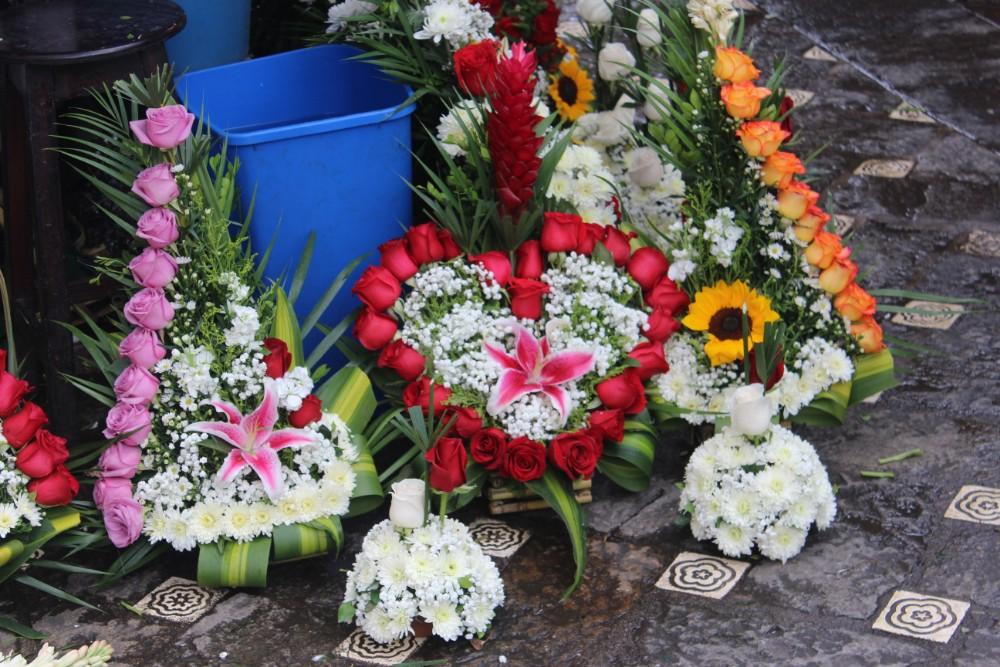 Cuenca Stadt Ecuador Südamerika Großstadt Blumenmarkt Gestecke