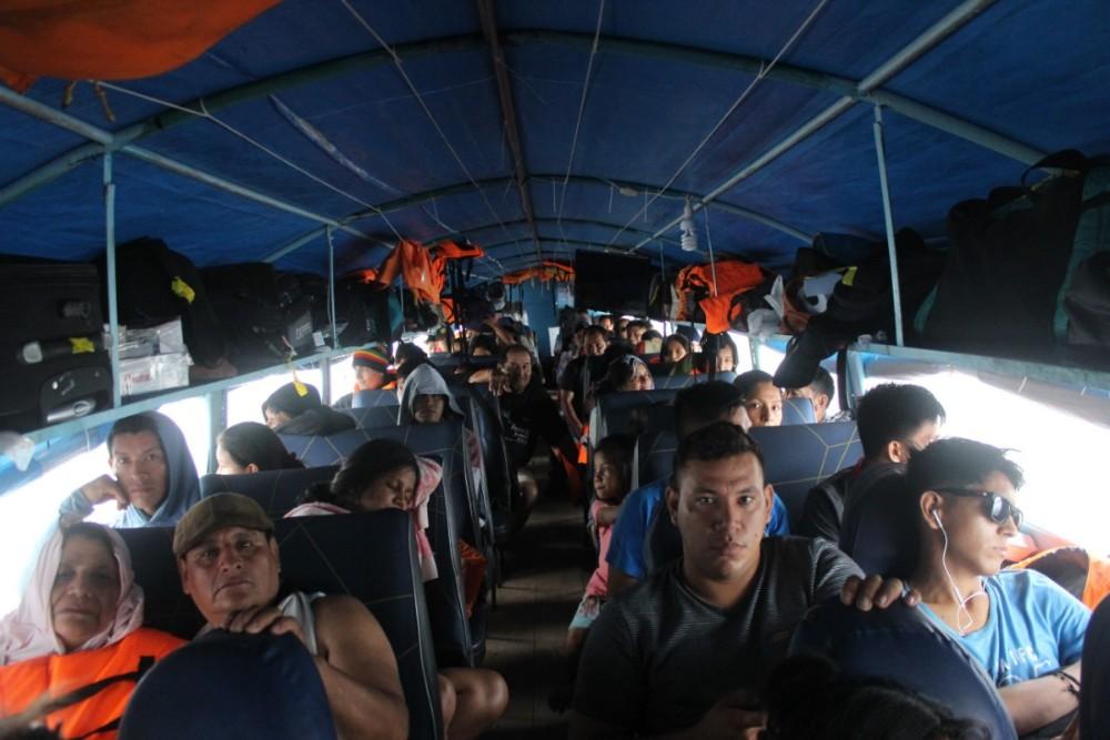 Speedboot Yurimaguas Nauta Iquitos Boot Eng Passagiere Sitze Unbequem Peru Südamerika