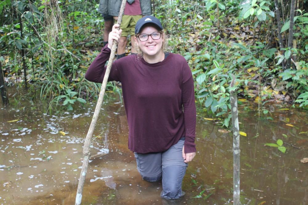 Amazonas Regenwald Peru Südamerika Natur Tiere Wildleben Flussdurchquerung