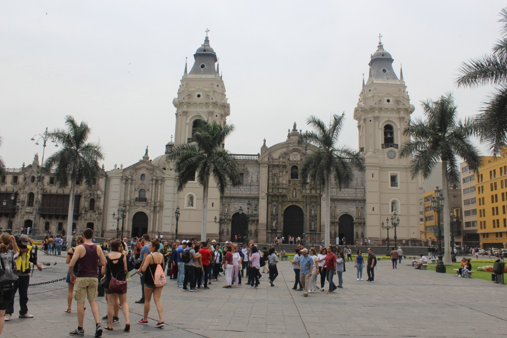Lima Hauptstadt Peru Südamerika Zentrum Häuser Palmen Hauptplatz Kirche