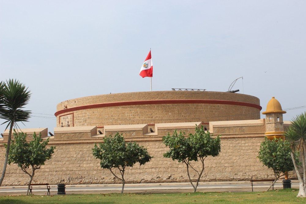 Fort Felipe Festung Peru Lima Calao Hafen Meer Bewaffnet Kanonen Militär Südamerika
