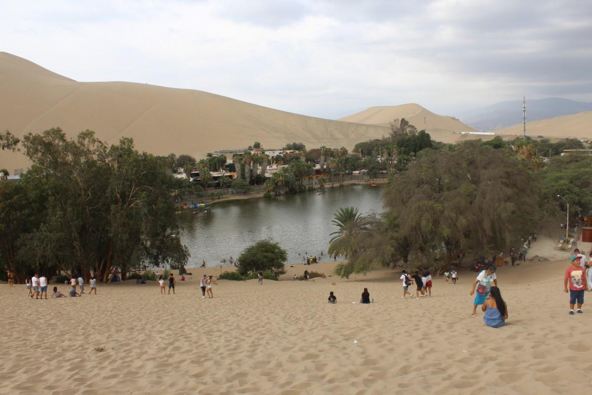 Huaccachina Ica Peru Südamerika Wüste Sand Oase Aussicht Stadt