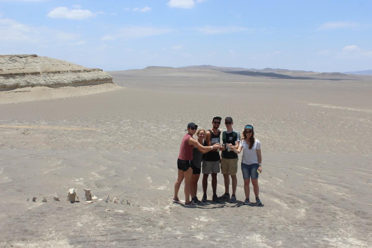 Huaccachina Ica Peru Südamerika Wüste Sand  Aussicht Cocktail Genießen