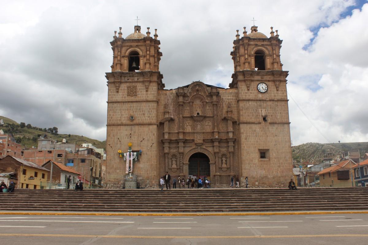 Puno Titicacasee Peru Südamerika Bergstadt Zentrum Kirche Hauptplatz
