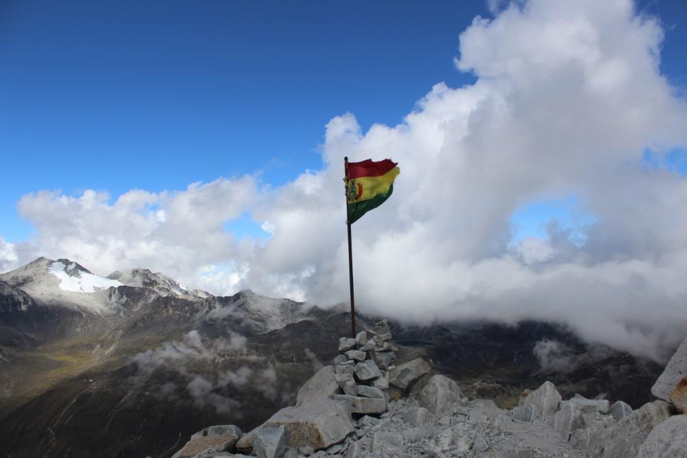 Huayana Potosi Wandern Bergsteigen 6000er La Paz Bolivien Südamerika Flagge Bolivien High-Camp