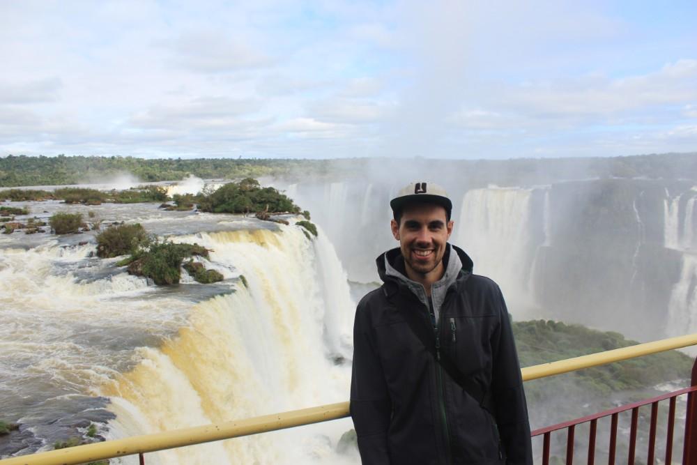 Jakob-vor-den-Iguazu-Wasserfaellen