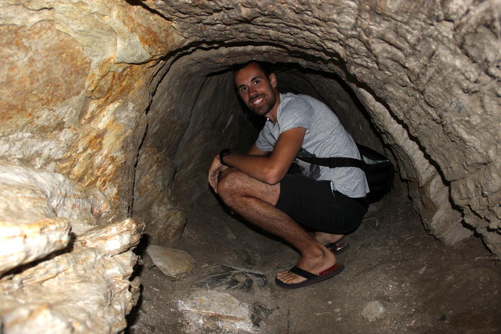 Tunnel zu einer Höhle