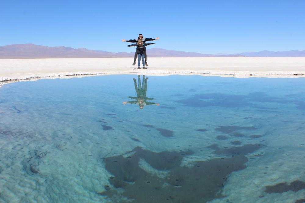 Wasserspiegelung-in-der-salzwueste