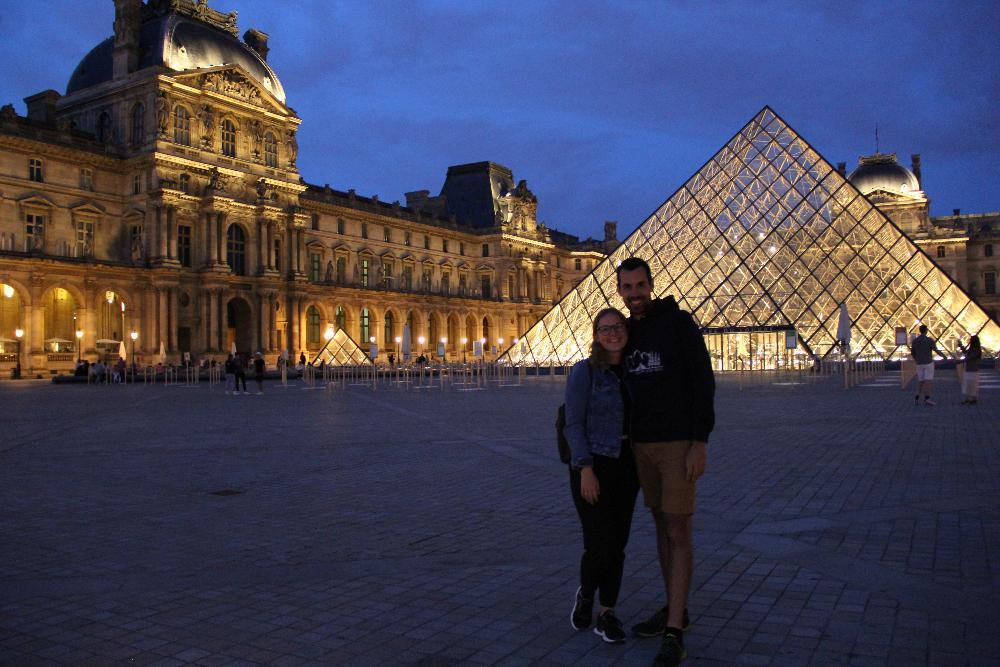Louvre-bei-Nacht