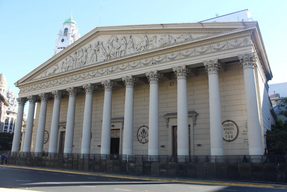 das-ungewoehnliche-aussenbild-einer-kirche
