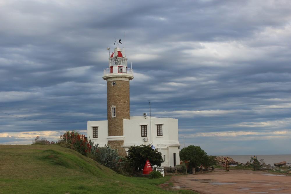 der-leuchtturm-an-der-kueste