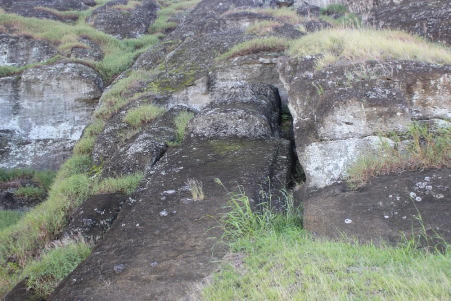 ein-moai-im-felsen