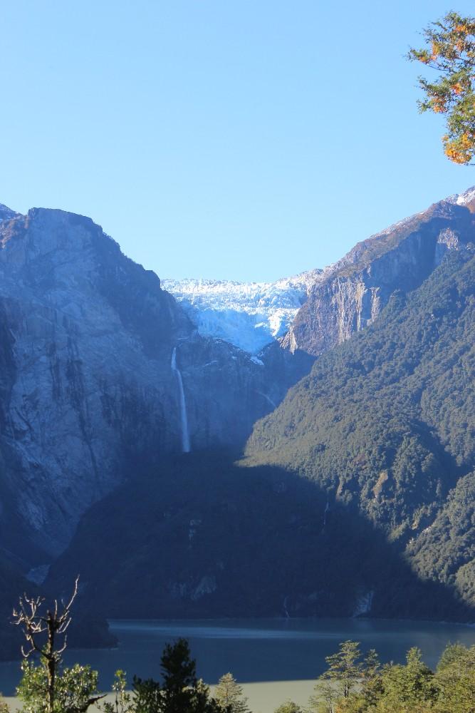 gletscher-und-wasserfall