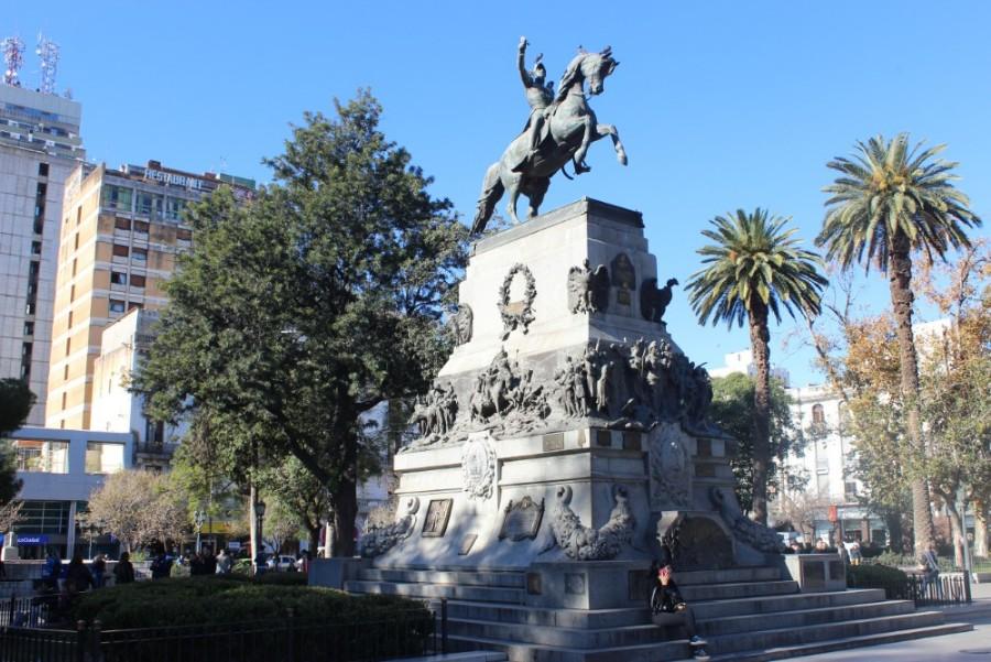 statue-auf-einem-pferd