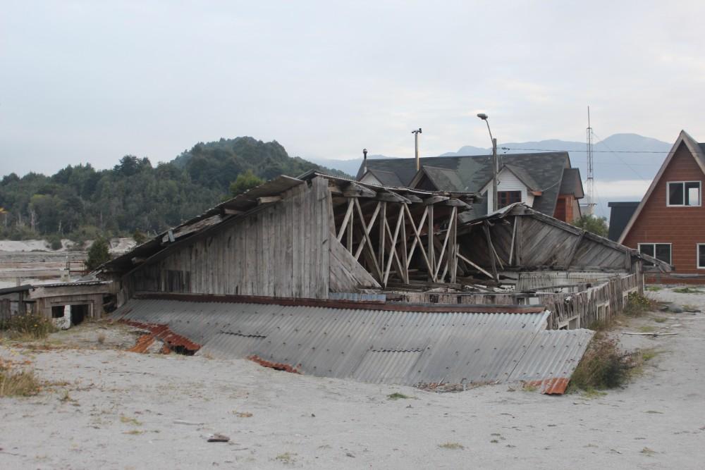 zerstoertes-haus-von-dem-vulkanausbruch
